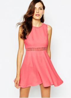 A-Line/Princess Scoop Neck Short/Mini Chiffon Cocktail Dress With Lace