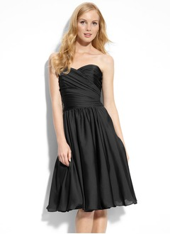 A-Line/Princess Strapless Sweetheart Knee-Length Chiffon Cocktail Dress With Ruffle