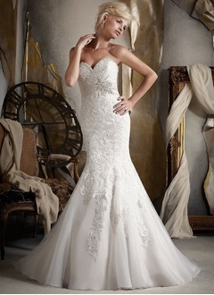 Trumpet/Mermaid Strapless Sweetheart Chapel Train Lace Wedding Dress With Appliques Lace Crystal Brooch