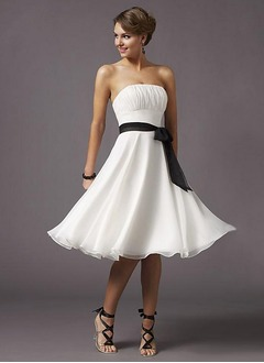A-Line/Princess Strapless Knee-Length Chiffon Homecoming Dress With Ruffle Sash
