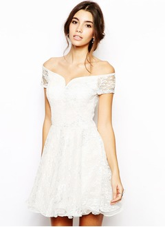 A-Line/Princess Off-the-Shoulder Short/Mini Lace Bridesmaid Dress