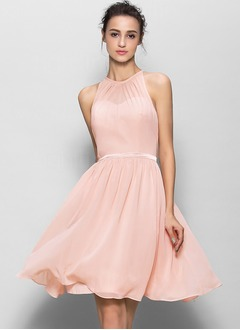 A-Line/Princess Scoop Neck Knee-Length Chiffon Bridesmaid Dress With Pleated