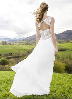 A-Line/Princess Scoop Neck Sweep Train Chiffon Wedding Dress With Lace Appliques Lace
