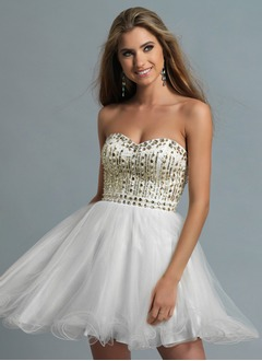 A-Line/Princess Strapless Sweetheart Short/Mini Tulle Homecoming Dress With Beading
