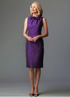 Sheath/Column Scoop Neck Knee-Length Taffeta Mother of the Bride Dress With Ruffle Flower(s)