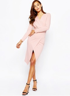 Sheath/Column V-neck Knee-Length Chiffon Cocktail Dress With Ruffle Split Front