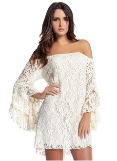 A-Line/Princess Off-the-Shoulder Short/Mini Lace Cocktail Dress