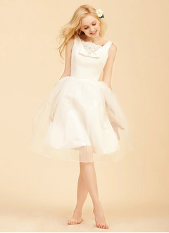 A-Line/Princess V-neck Knee-Length Organza Wedding Dress With Lace Bow(s)