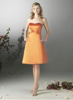 A-Line/Princess Strapless Sweetheart Knee-Length Satin Bridesmaid Dress With Bow(s)