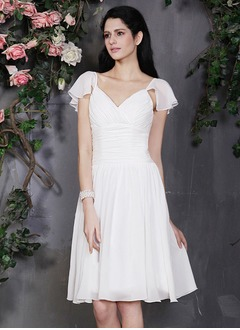 A-Line/Princess V-neck Knee-Length Chiffon Homecoming Dress With Ruffle (0225106718)
