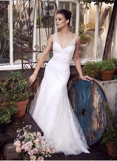 Trumpet/Mermaid V-neck Sweep Train Tulle Wedding Dress With Lace Beading Appliques Lace