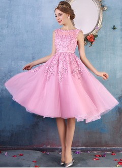 A-Line/Princess Scoop Neck Knee-Length Tulle Prom Dress With Beading Appliques Lace