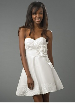 A-Line/Princess Strapless Sweetheart Short/Mini Taffeta Homecoming Dress With Flower(s) Sequins