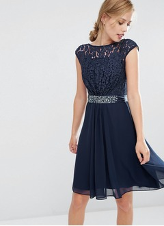 A-Line/Princess Scoop Neck Knee-Length Chiffon Lace Cocktail Dress With Beading