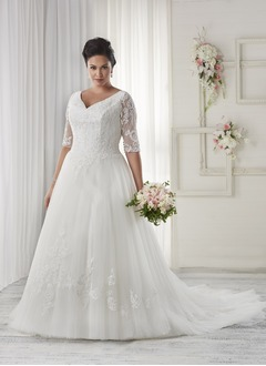 A-Line/Princess V-neck Court Train Tulle Wedding Dress With Lace