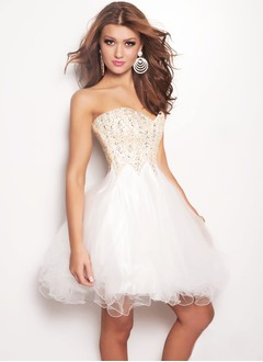A-Line/Princess Sweetheart Knee-Length Tulle Sequined Prom Dress With Beading