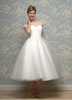Ball-Gown Scoop Neck Tea-Length Tulle Wedding Dress With Lace