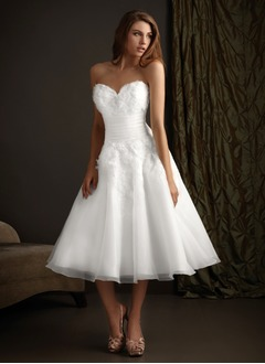 A-Line/Princess Strapless Sweetheart Tea-Length Organza Wedding Dress With Ruffle Lace Flower(s)