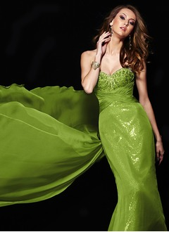 A-Line/Princess Strapless Sweetheart Watteau Train Chiffon Sequined Prom Dress With Ruffle Beading