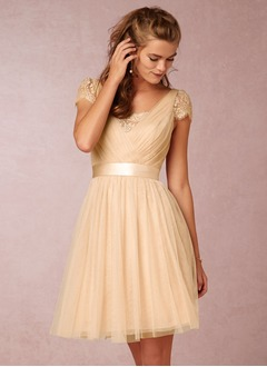 A-Line/Princess V-neck Knee-Length Tulle Bridesmaid Dress With Ruffle (0075099381)