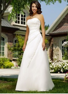 A-Line/Princess Strapless Sweetheart Chapel Train Organza Wedding Dress With Ruffle Beading Appliques Lace