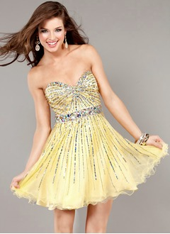 A-Line/Princess Strapless Sweetheart Short/Mini Tulle Homecoming Dress With Beading Sequins