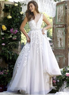 Ball-Gown V-neck Sweep Train Tulle Prom Dress With Beading Appliques Lace