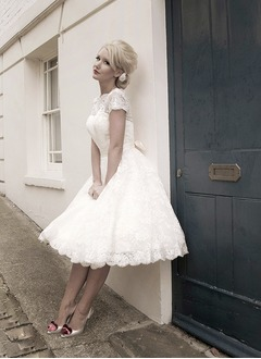 A-Line/Princess Scoop Neck Knee-Length Lace Wedding Dress With Bow(s) (0025058933)
