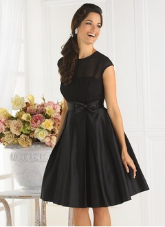 A-Line/Princess Scoop Neck Knee-Length Chiffon Taffeta Homecoming Dress With Bow(s)