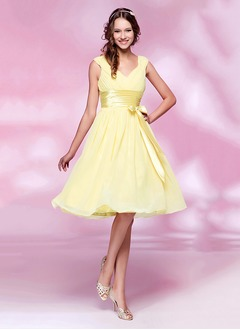 A-Line/Princess V-neck Knee-Length Chiffon Charmeuse Cocktail Dress With Ruffle Bow(s)