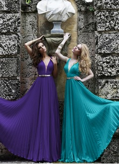 A-Line/Princess V-neck Floor-Length Chiffon Prom Dress With Sash Pleated