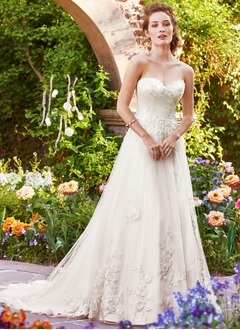 A-Line/Princess Strapless Sweetheart Court Train Tulle Wedding Dress With Ruffle Appliques Lace