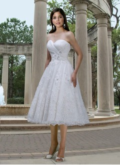 A-Line/Princess Strapless Sweetheart Tea-Length Lace Wedding Dress With Ruffle Beading Appliques Lace