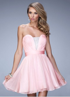 A-Line/Princess Strapless V-neck Short/Mini Chiffon Satin Homecoming Dress With Ruffle