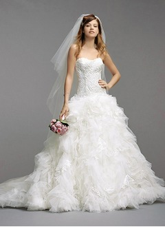 Ball-Gown Strapless Sweetheart Chapel Train Tulle Lace Wedding Dress