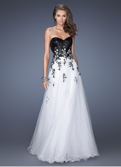 A-Line/Princess Strapless Sweetheart Floor-Length Tulle Sequined Evening Dress With Appliques Lace