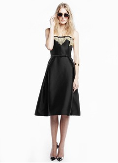 A-Line/Princess Scalloped Neck Knee-Length Satin Cocktail Dress With Lace