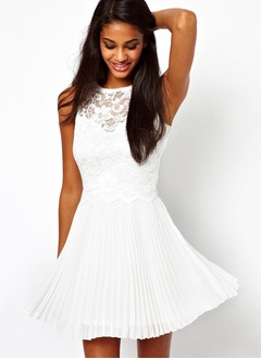 A-Line/Princess Scoop Neck Short/Mini Chiffon Homecoming Dress With Appliques Lace Pleated