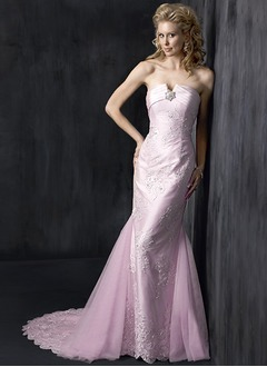 Trumpet/Mermaid Strapless Chapel Train Organza Wedding Dress With Lace Appliques Lace
