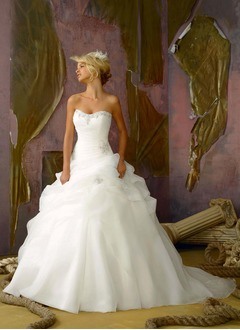 Ball-Gown Strapless Sweetheart Chapel Train Organza Wedding Dress With Ruffle Beading