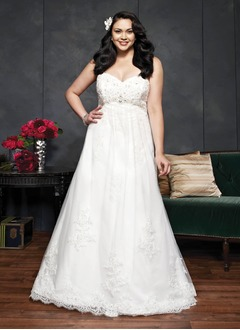 A-Line/Princess Strapless Sweetheart Chapel Train Tulle Lace Wedding Dress With Beading