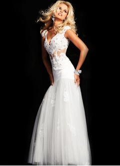 Trumpet/Mermaid V-neck Sweep Train Tulle Lace Prom Dress With Beading