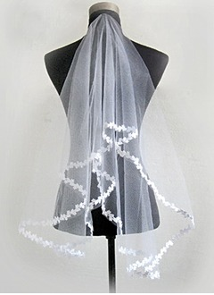 One-tier Elbow Bridal Veils With Lace Applique Edge (00605003658)