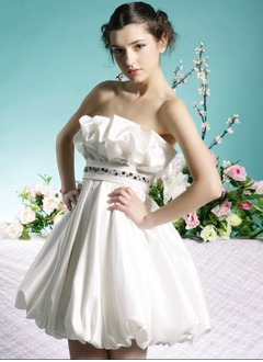 A-Line/Princess Strapless Short/Mini Taffeta Homecoming Dress With Ruffle Beading