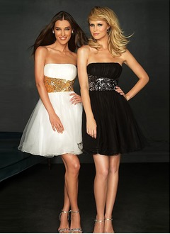 A-Line/Princess Strapless Short/Mini Tulle Homecoming Dress With Ruffle Sequins