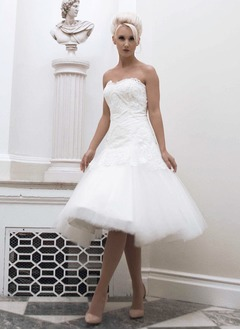 A-Line/Princess Strapless Knee-Length Tulle Wedding Dress With Lace Beading