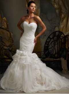 Trumpet/Mermaid Sweetheart Chapel Train Organza Wedding Dress With Ruffle Lace