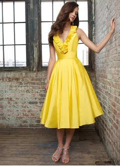 A-Line/Princess Halter Tea-Length Taffeta Homecoming Dress With Ruffle