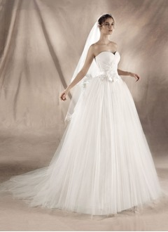 A-Line/Princess Strapless Sweetheart Chapel Train Tulle Wedding Dress With Ruffle Appliques Lace Flower(s) Bow(s)