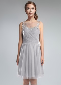 A-Line/Princess Scoop Neck Knee-Length Tulle Bridesmaid Dress With Ruffle Beading Appliques Lace